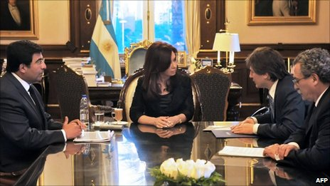 President Cristina Fernandez in a meeting on 1 November with ministers and advisers