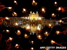Candles in front off the illuminated Golden temple in Amritsar. Photo: AFP/Getty Images