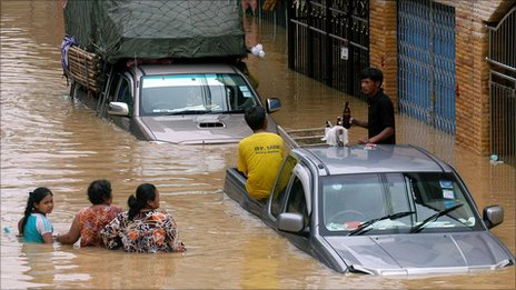 BBC News - Floods cause chaos in Thailand and Malaysia