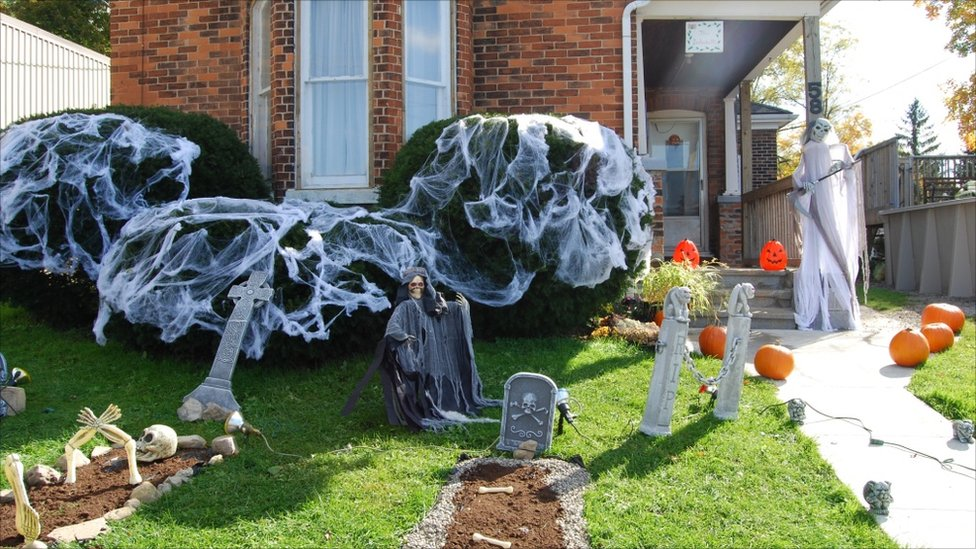 Bbc news your pictures halloween - Deco exterieur halloween ...