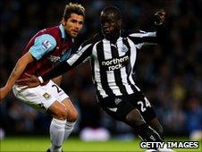 Newcastle midfielder Cheik Tiote (r)