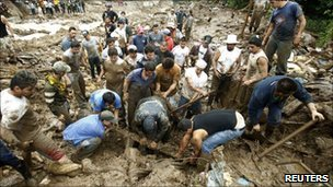 Volunteers search for landslide victims in the San Antonio de Escazu district