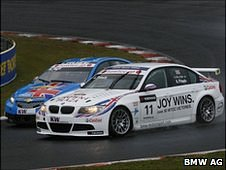 Andy Priaulx's and Yvan Muller's cars racing