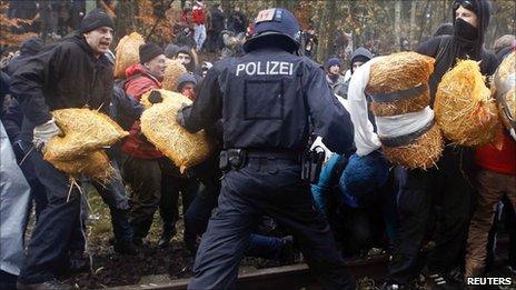 German police clash with anti-nuclear activists on railway track in Leitstade near Dannenberg, 7 November 2010