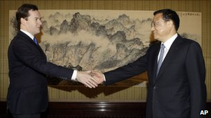 George Osborne, left, shakes hands with China&#039;s Vice Premier Li Keqiang 