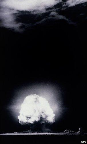 alamogordo atomic bomb. First atomic bomb explosion