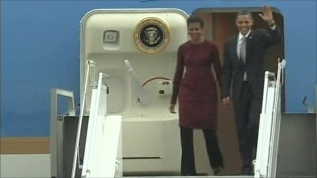 Michelle and Barack Obama arrive in Jakarta