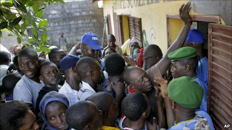 Guineans line up to cast their ballot at a polling station in Conakry, Guinea, Sunday 7 November 2010