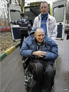 Mikhail Beketov arrives at the court in Khimki in a wheelchair, 9 November