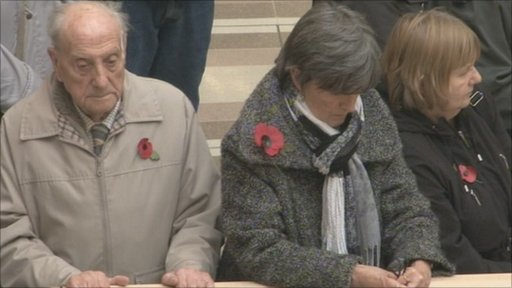Wearing poppies on Armistice Day