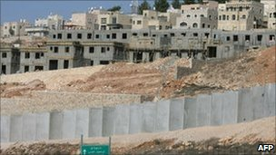New housing units in the West Bank Israeli settlement of Har Gilo. Photo: November 2010