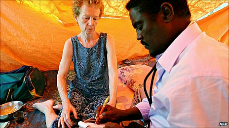 A photo made available on 28 January 2010 shows Briton Rachel Chandler (left) being examined by Somali doctor Abdi Mohamed Elmi Hangul (right) at a location in central Somalia