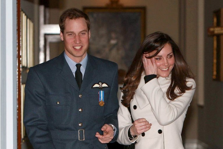 http://news.bbcimg.co.uk/media/images/50001000/jpg/_50001076_williamandkateap.jpg