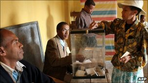 A resident of the Madagascar's capital, Antananarivo, casts her vote on 17 November