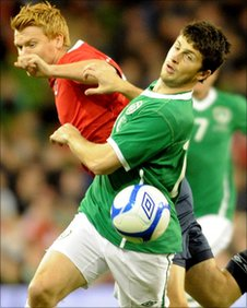 Shane Long beats John Arne Riise to the ball in the friendly