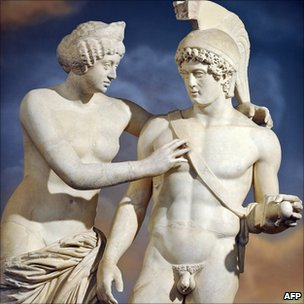 Italian PM 'enhances' ancient Roman statues - BBC News