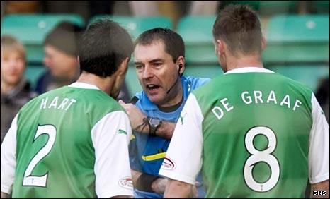 Dougie McDonald referees Hibs versus Motherwell