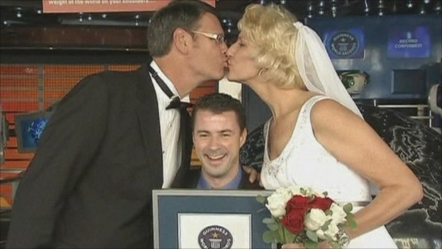 World's tallest married couple kissing