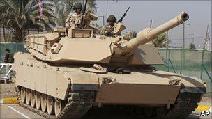 A 14 M1A1 Abrams tank
