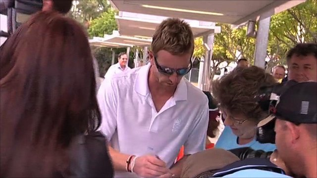 Paul Collingwood signs autographs