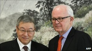 South Korean Foreign Minister Kim Sung-Hwan and US special envoy Stephen Bosworth, Seoul, 22 Nov 2010
