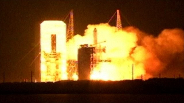 Delta-4 Heavy rocket blasts off