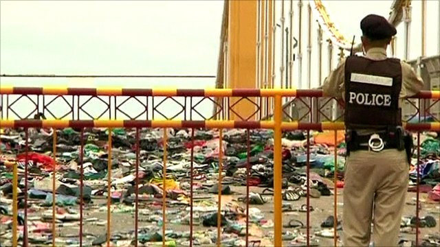 BBC News - Hundreds killed in Cambodian festival stampede