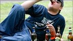 ...употребляющих спиртные напитки, передает корреспондент Tengrinews.kz.