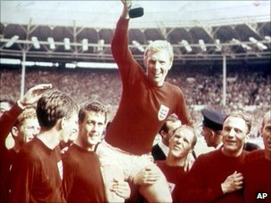 Bobby Moore and the England team with the 1966 World Cup trophy
