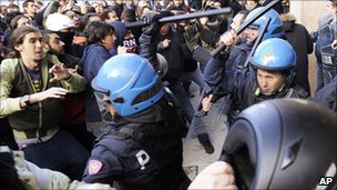 Students clash with police on Florence, 25 November
