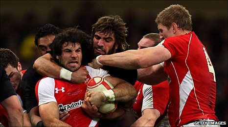 Sam Whitelock tangles with Mike Phillips
