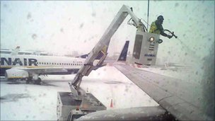De-icing a plane (pic by David Roberston)