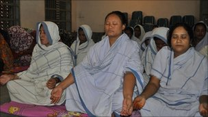 Women prisoners meditating