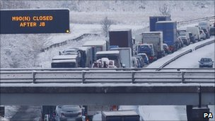 Traffic congestion on the M8 in Lanarkshire after it was closed due to snow