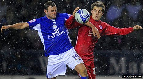Aaron Ramsey competes with Leicester's Richie Wellens