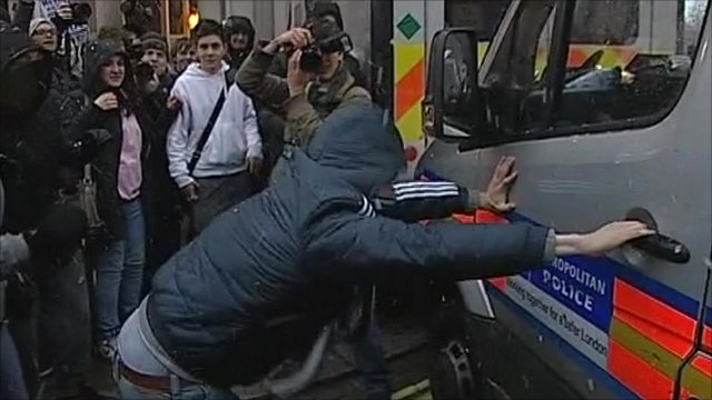 Protester tries to break into police van