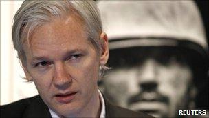 Wikileaks founder Julian Assange in London (26 July 2010)