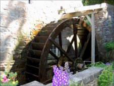 La Quanteraine waterwheel