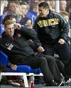 Mark McGhee and assistant manager Scott Leitch