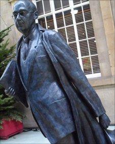 Phillip Larkin statue