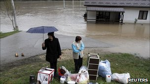People wait to be evacuated from flooding in  Gorazde, Bosnia (2 Dec 2010)