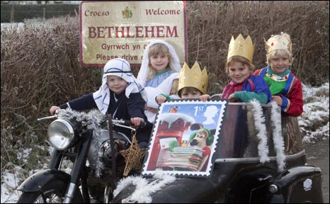 Rhydian (Joseph), Elinor (Mary) gyda'r Tri Gwyr Doeth, Elis, Ifan a Iestyn