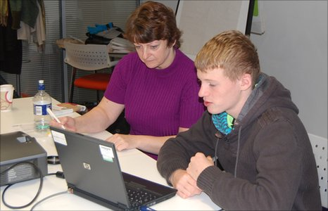 Callum shows Theresa how to use the computer for research