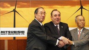 "Scotland""s First Minister Alex Salmond (C), the chief executive of Mitsubishi Power Systems Europe, Akio Fukui (L), and the vice president of Mitsubishi Heavy Industries, Atsushi Maekawa, pose for photographers"
