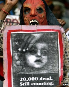 A mask-wearing victim of the 1984 Bhopal gas leak during a protest in Delhi in July 2006