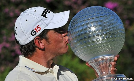 Lee Westwood kisses the Nedbank Golf Challenge trophy