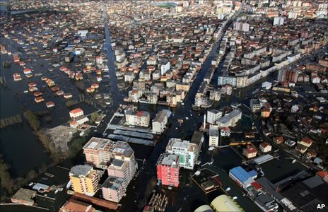 Aerial view of the flooded streets of Shkoder (5 December 2010)