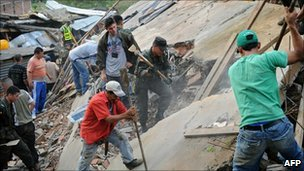 Rescue workers clear rubble in Medellin, Colombia (6 Dec 2010)