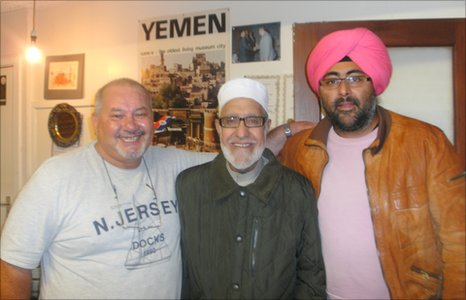 Hardeep Singh Kohli (right) meets Sheikh Said Hassan Ismail (centre) and Daoud Salaman, Chairman of the South Wales Islamic Centre
