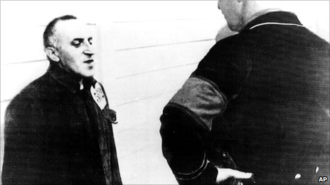 Carl Von Ossietzky together with prison guard in a concentration camp